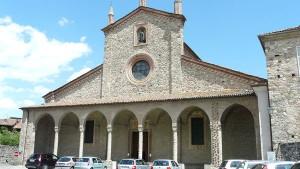 Facciata della basilica di San Colombano Bobbio foto web-2